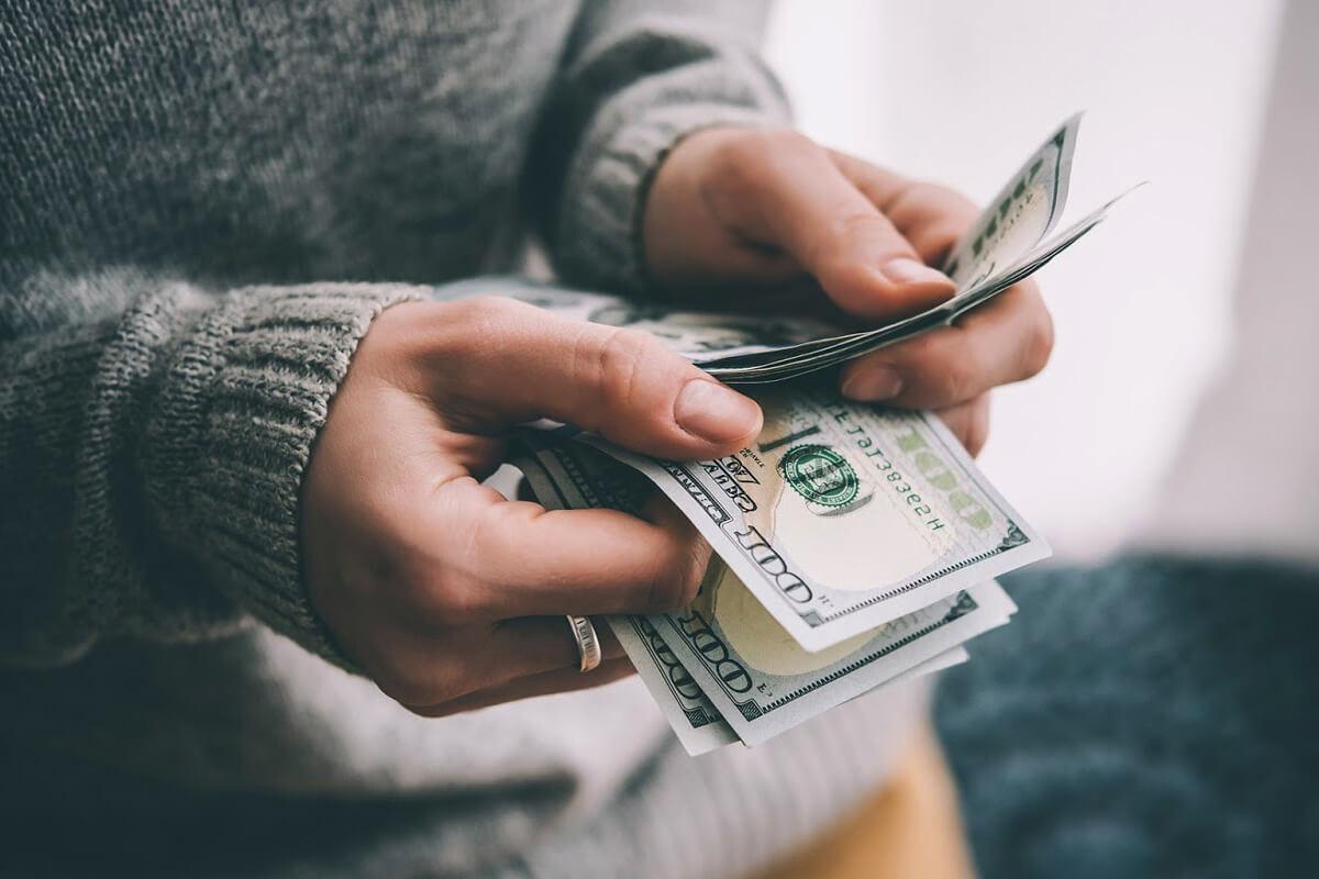 кому можно продать долг